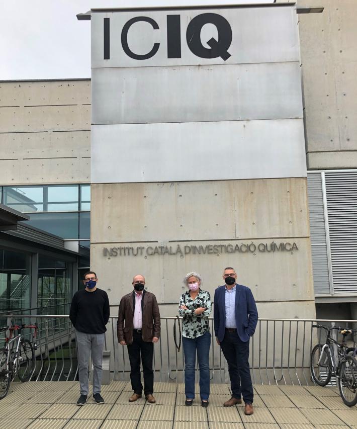 L'alcalde de la Canonja, Roc Muñoz, visita l'Institut Català d'Investigació Química (ICIQ) per establir sinergies en el camp de la recerca